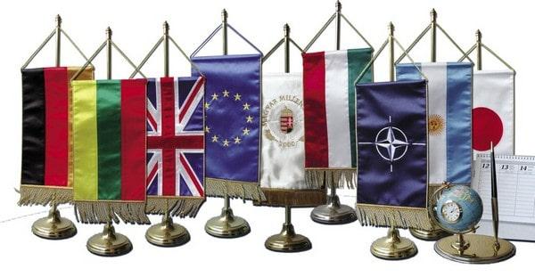 Mire jó az asztali zászló?
